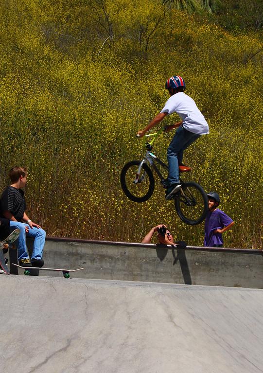 Matt flying over Michael Weitzman's head!