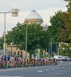 Wilkes-Barre Twilight Criterium-00095  The peleton across River Street with the Luzerne County Courthouse in the background.