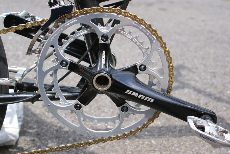 Specialites TA chain rings 54T/42T 130mm and KMC X9-SL Gold chain with SRAM GXP 175 cranks.