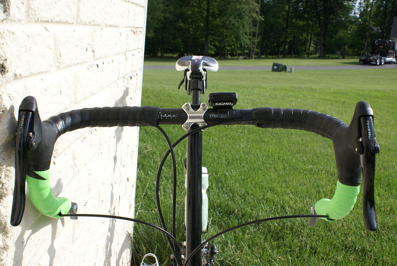 View of Titec 6061 Malone handlebars with Lizardskins and front view of Forte Pro 130mm road stem.