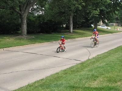 Scott Wall follows Alexi Wall through the kid's race in Johnston, IA.