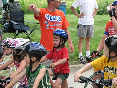 Alexi Wall & field at the start of the kid's race in Johnston, IA.