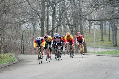 Scott Wall leads Greg Harper, Tom Eaton, Randy Jones, and the 40+ field - photo by Chain Reaction Bicycle Club