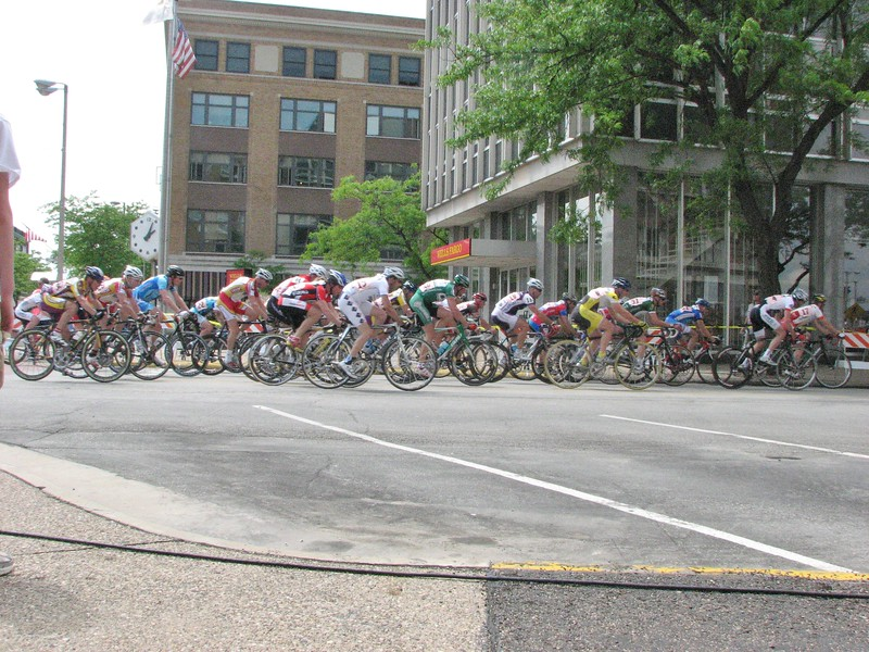 1, 2, 3's 30+ race - Scott Wall behind Chris Hayes in white