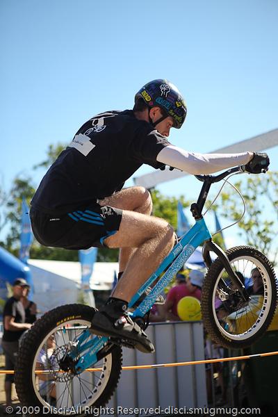 Borys Zagrocki - Bike Trials demonstration by Expressivebikes.com - Noosa Triathlon Multi Sport Festival, Queensland, Australia, 31 October 2009.