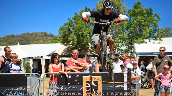 Le Hua - Bike Trials demonstration by Expressivebikes.com - Noosa Triathlon Multi Sport Festival; 31 October, 2009