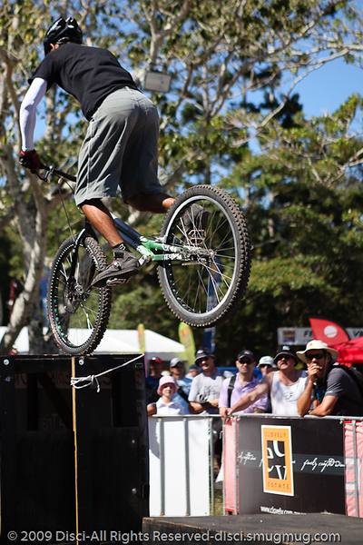 Le Hua - Bike Trials demonstration by Expressivebikes.com - Noosa Triathlon Multi Sport Festival, Queensland, Australia, 31 October 2009.
