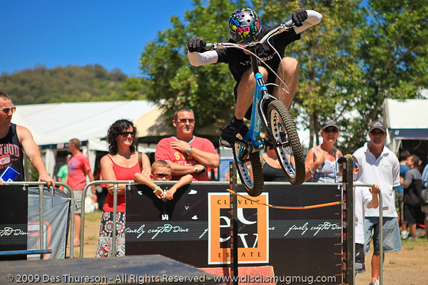 Borys Zagrocki - Expressivebikes.com Bike Trials  demonstration at the Noosa Triathlon Multi Sport Festival, 31 October 2009.