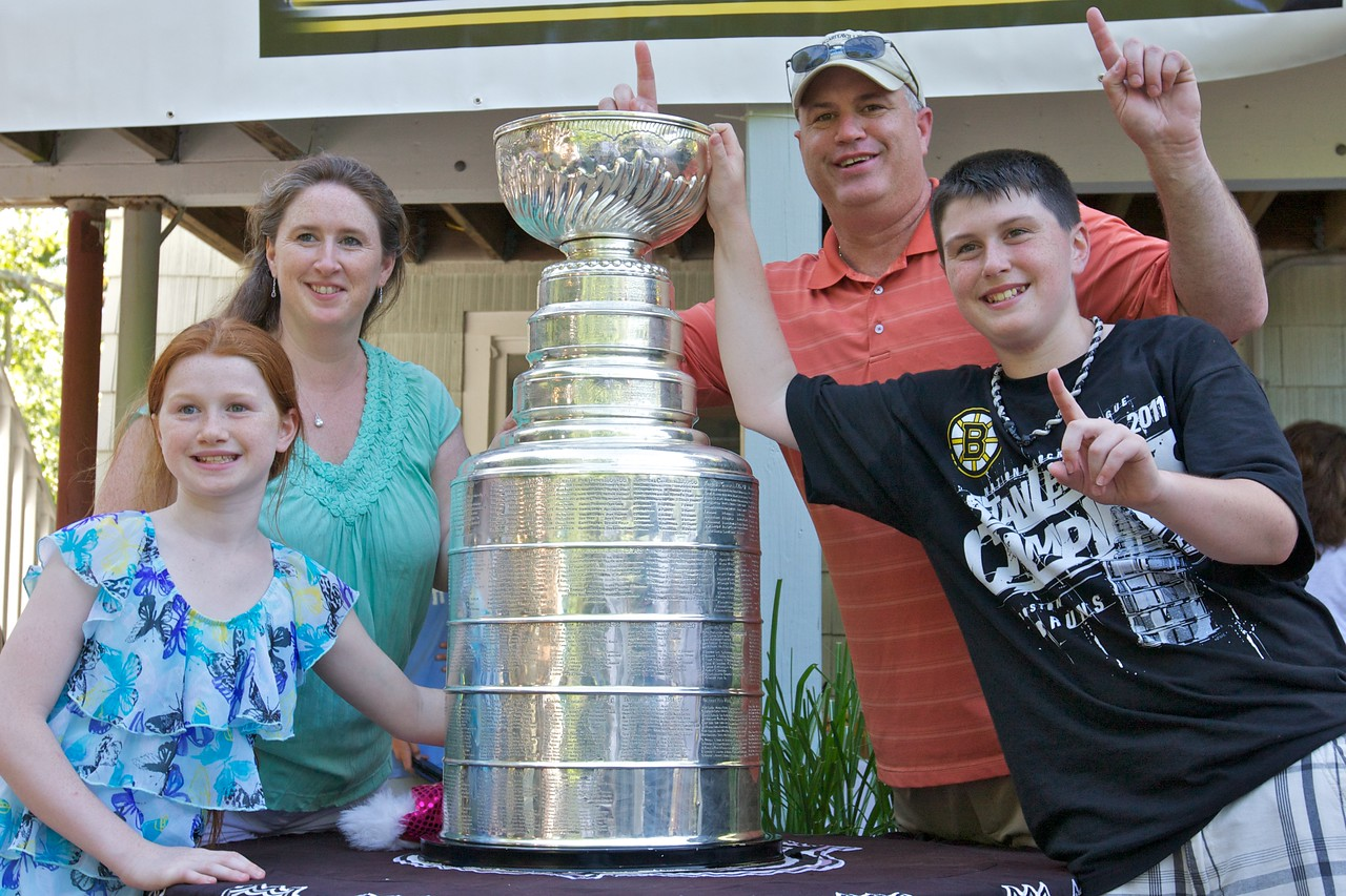 Geoff Ward Visits the Ryans' with the Stanley Cup