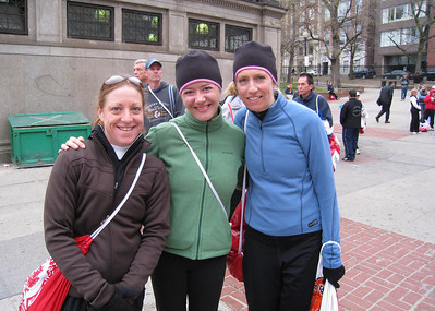 We found Sandy!  Sandy. Michelle, Debbie at 6:46am on Boston Common waiting for buses to Hopkinton