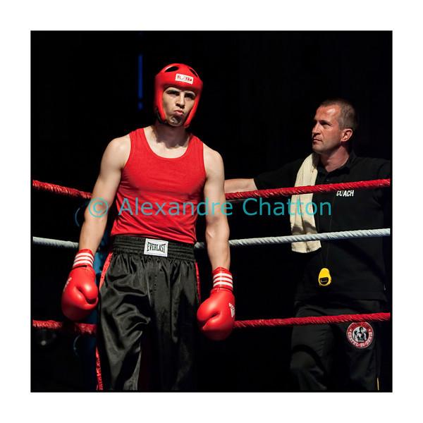 Traditionnel meeting de boxe de Pâques dans la salle polyvalente de Palézieux, organisé par le Boxing-Club de Châtel-St-Denis.<br /> Ici, Michaël Celeschi et son entraîneur, François Gilliand.
