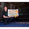 Traditionnel meeting de boxe de Pâques dans la salle polyvalente de Palézieux, organisé par le Boxing-Club de Châtel-St-Denis.<br /> Ici, dans les mains du président châtelois François Gilliand, le cadeau de Swiss Boxing pour les 30 ans du Boxing-Club de Châtel-St-Denis.