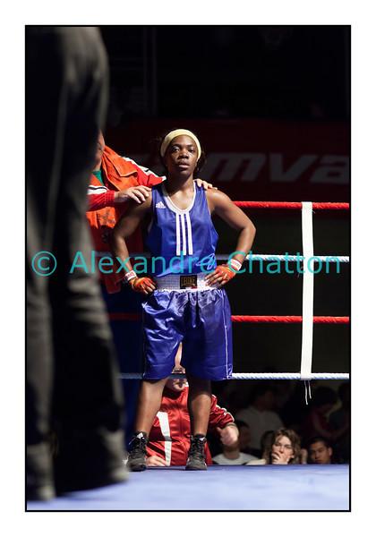 Samedi 7 avril 2012: traditionnel meeting de boxe organisé à Palézieux par le Boxing-Club de Châtel-St-Denis.<br /> Valérie Ntsama, BC Neuchâtel, dans l'attente du verdict après son match contre la Châteloise Justine Erard.