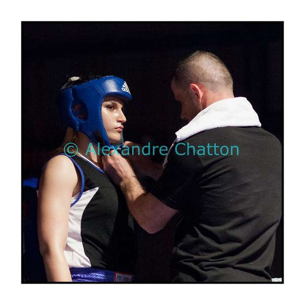 Samedi 7 avril 2012: traditionnel meeting de boxe organisé à Palézieux par le Boxing-Club de Châtel-St-Denis.<br /> Ornella Domini, BC Genevois, avant le match (qu'elle perdra) contre Anais Kistler, BC Lausanne.