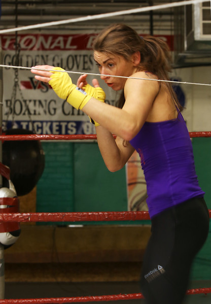 Boxer Willow Crawford trains for Golden Gloves 011217