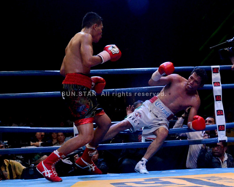 Genesis Servania won the WBC international silver-bantamweight championship division during the last 12 rounds against Mexican boxer Genaro Garcia at Resorts World in Manila. (Ruel Rosello)