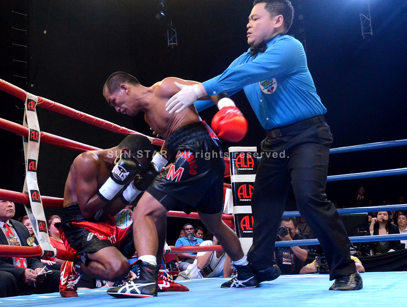 MANILA. Milan Melindo drops Colombian boxer Jesus Geles for the WBO International flyweight championship division held at Resorts World Hotel in Manila. (Ruel Rosello)