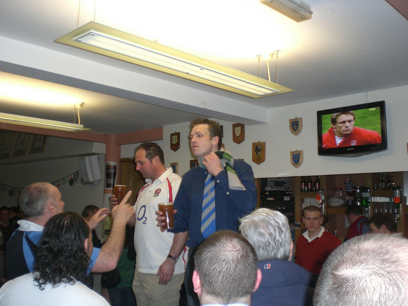 Man Of Match Andy Dodson takes on Hove's Man Of The Match with Jonny Wilkinson watching in the background!