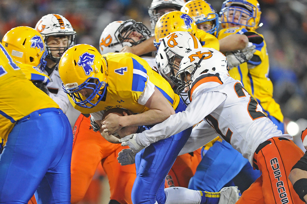 Quarterback Aaron Woodward (4) rushes through the Natrona defense for a touchdown during the 4A state championship on Saturday, Nov. 11 at War Memorial Stadium. Mike Pruden | The Sheridan Press
