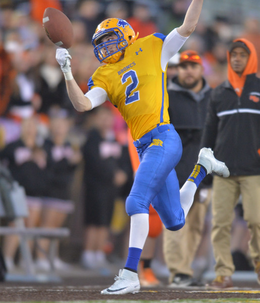 Justin Sheely | The Sheridan Press<br /> Sheridan's Aaron Session barely catches the ball out of bounds during the class 4A state championship match against Natrona County High School Saturday, November 11, 2017, at War Memorial Stadium in Laramie. The Broncs claimed their third-straight state title after beating the Mustangs 28-14. The Sheridan Broncs were undefeated for their season.