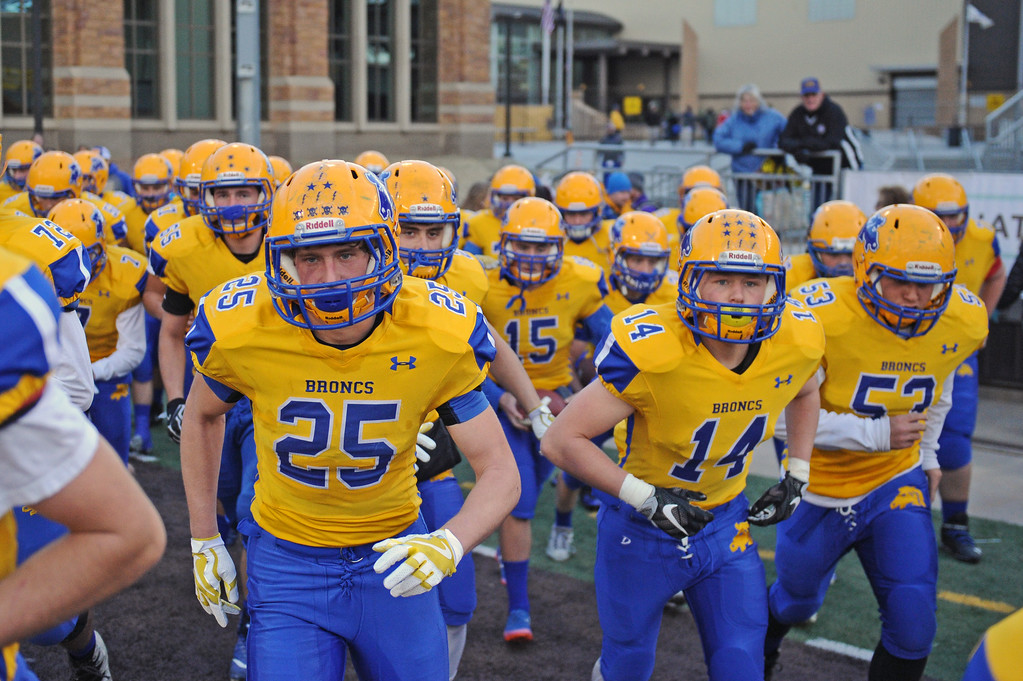 The Sheridan Broncs rush onto the field at the 4A state championship on Saturday, Nov. 11 at War Memorial Stadium. Mike Pruden | The Sheridan Press