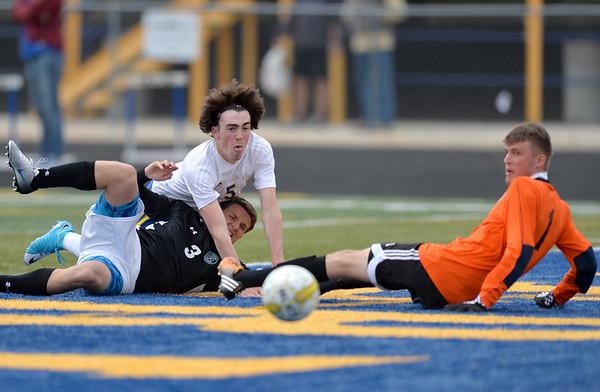 Broncs Soccer tie up East