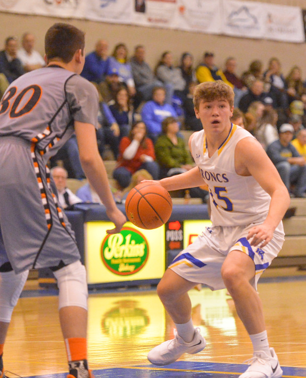 Justin Sheely | The Sheridan Press<br /> Sheridan's Tristan Bower looks to his teammates against the Mustangs at Sheridan High School Friday, Dec. 22, 2017. Broncs won 64-50.
