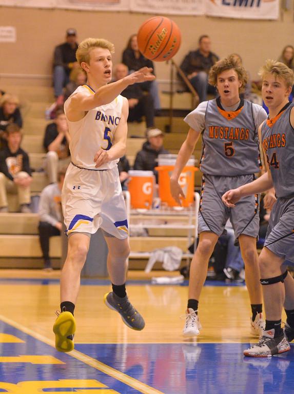 Justin Sheely | The Sheridan Press<br /> Sheridan's Abraham Ross passes against the Mustangs at Sheridan High School Friday, Dec. 22, 2017. Broncs won 64-50.