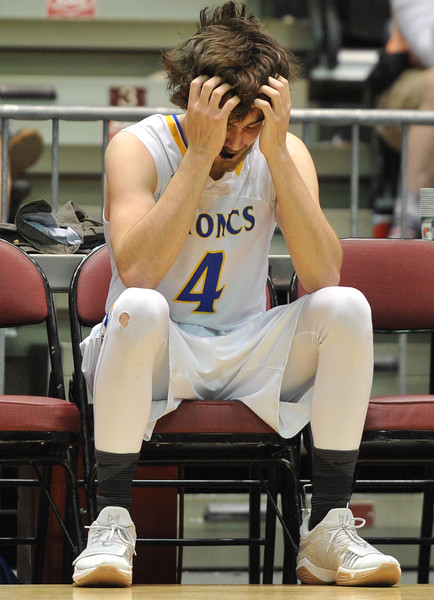 Justin Sheely   The Sheridan Press<br /> Sheridan's Aaron Woodward returns to the bench after a technical foul was called during the boys class 4A State Championship at the Casper Event Center Saturday, March 10, 2018. The Broncs fell to the Camels 71-61.