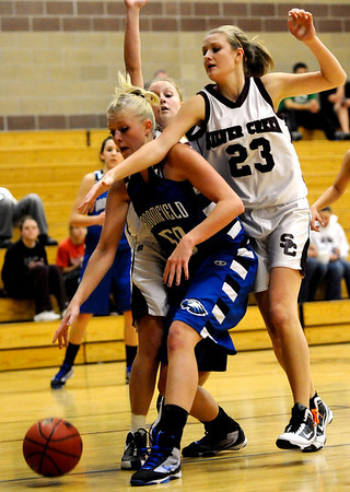 Silver Creek's Jordan Lind (right) pressures Broomfield's Bre Burgesser (left) during their basketball game Silver Creek High School in Longmont, Colorado December 15, 2009.  CAMERA/Mark Leffingwell