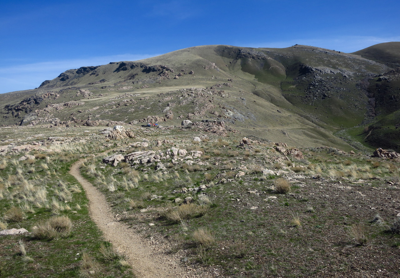 AS finally comes back into view along the ridge.