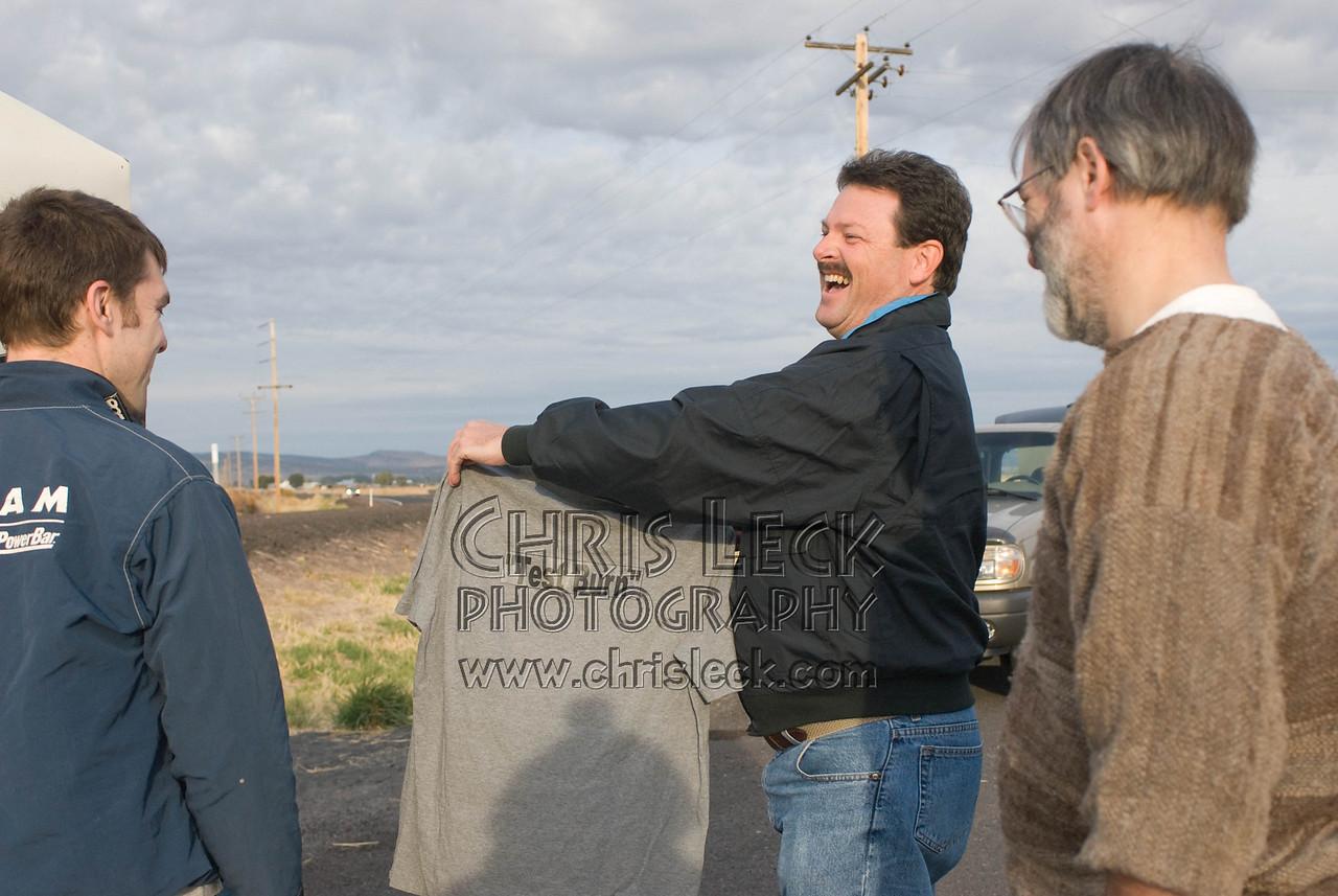 Tom Breedlove presents Sam Whittingham with a 'Test Burn' t-shirt
