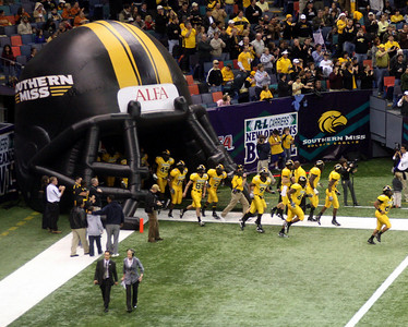 THE 2008 R & L CARRIER NEW ORLEANS BOWL: TROY VS. SOUTHERN MISSISSIPPI.  SOUTHERN MISS. WINS.