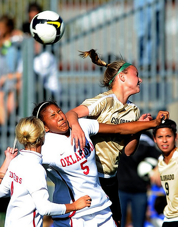 Tiana Dickson of OU, left, and Kelly Butler of CU get physical on Friday.<br /> Cliff Grassmick / October 2, 2009