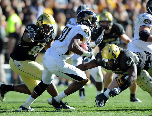 Forrest West (92) of CU and Marcus Burton wrap up Danario Alexander of Missouri.<br /> Cliff Grassmick / October 31, 2009