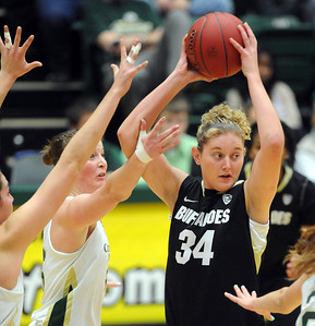 Jen Reese of CU looks to pass against CSU. For more photos of CU and CSU, go to www.dailycamera.com. November 20, 2011 / Cliff Grassmick