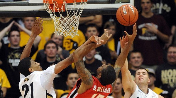 Andre Roberson left, and Austin Dufault try to block Donte Williams of Georgia.   November 28, 2011 / Cliff Grassmick