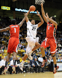 Andre Roberson of CU goes to the hoop between Kentavious Caldwel-Pope, left, and Marcus Thornton, both of Georgia.   November 28, 2011 / Cliff Grassmick