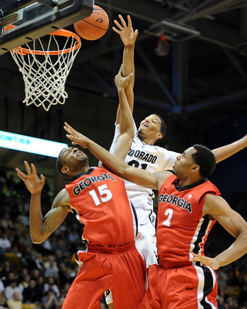 Andre Roberson (21) of Colorado, tries to score over Donte Williams, left, and Marcus Thornton, both of Georgia, during the first half of the November 28, 2011 game in Boulder, Co.<br />  November 28, 2011 / Cliff Grassmick