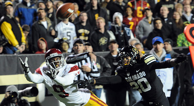 Marquise Lee of USC stretches out for a catch past Greg Henderson of CU. The play wasn't ruled a TD For more photos of CU and USC, go to www.dailycamera.com. November 4, 2011 / Cliff Grassmick