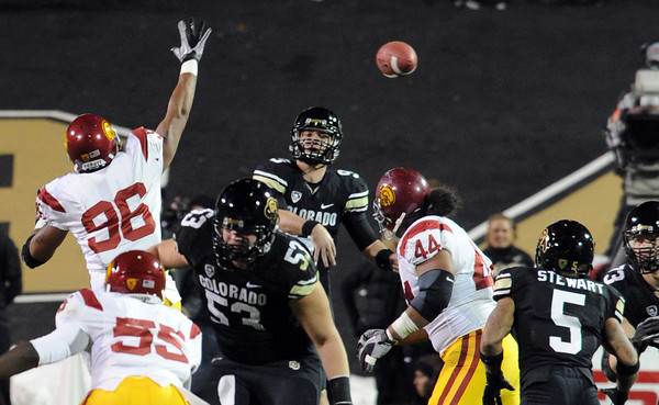 "Tyler Hansen of CU gets off a screen pass to Rodney Stewart against USC.<br /> For more photos of CU and USC, go to  <a href=""http://www.dailycamera.com"">http://www.dailycamera.com</a>.<br /> November 4, 2011 / Cliff Grassmick"