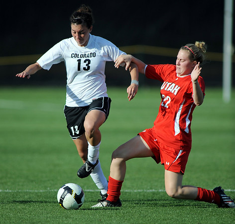 Kate Russell of Colorado battles with Chelsea Forbes of Utah.<br /> <br /> Cliff Grassmick / September 11, 2009