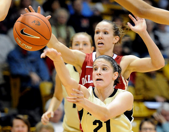 Chelsea Dale of Colorado, gets a pass off in front of Carlee Roethlisberger of Oklahoma in the first half of the February 23, 2011 game in Boulder.<br /> Cliff Grassmick / February 23, 2011