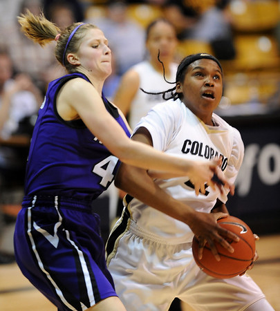 Kari Kincaid, left, of Kansas State defends Brittany Spears during the  second half of the March 3, 2010 game in Boulder.<br /> Cliff Grassmick / March 3, 2010