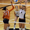 Nikki Kinzer (8)  of Colorado tries to block Sha'Dare McNeal of Texas.<br /> Cliff Grassmick / September 23, 2009