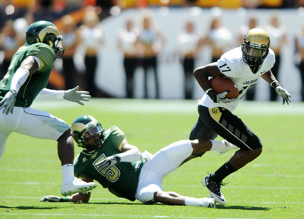 "Toney Clemons of CU spins out of trouble.<br /> For more  photos of the game, go to  <a href=""http://www.dailycamera.com"">http://www.dailycamera.com</a><br /> Cliff Grassmick / September 4, 2010"