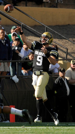 University of Colorado quarterback Tyler Hansen throws a pass on Saturday, Sept. 18, during the football game against the University of Hawaii at Folsom Field. CU defeated Hawaii 31-13.<br /> Jeremy Papasso/ The Camera