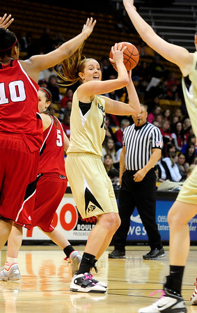 CUNEB<br /> CU's Julie Seabrook looks to pass against Nebraska.<br /> Photo by Marty Caivano/Feb. 6, 2011