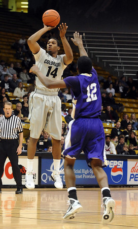 CU<br /> CU's Javon Coney goes up for a jump shot.<br /> Photo by Marty Caivano/Jan. 5, 2010