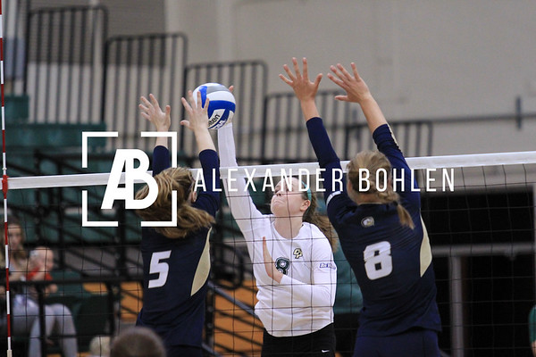 Cal Poly Women's Volleyball loses to Davis, 1 to 3.